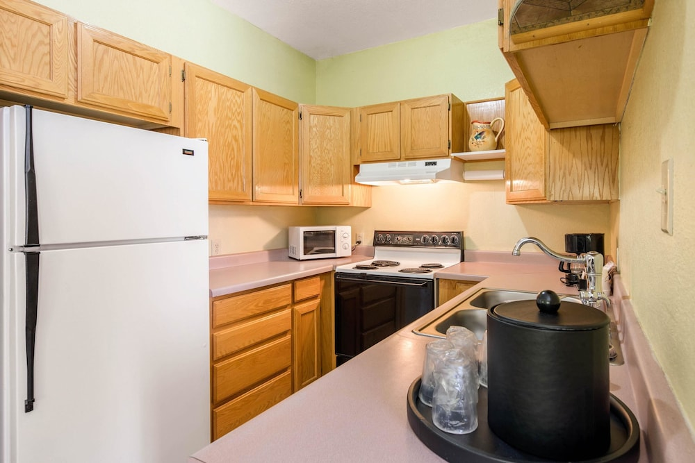Private Kitchen, Quality Inn & Suites Gallup I-40 Exit 20