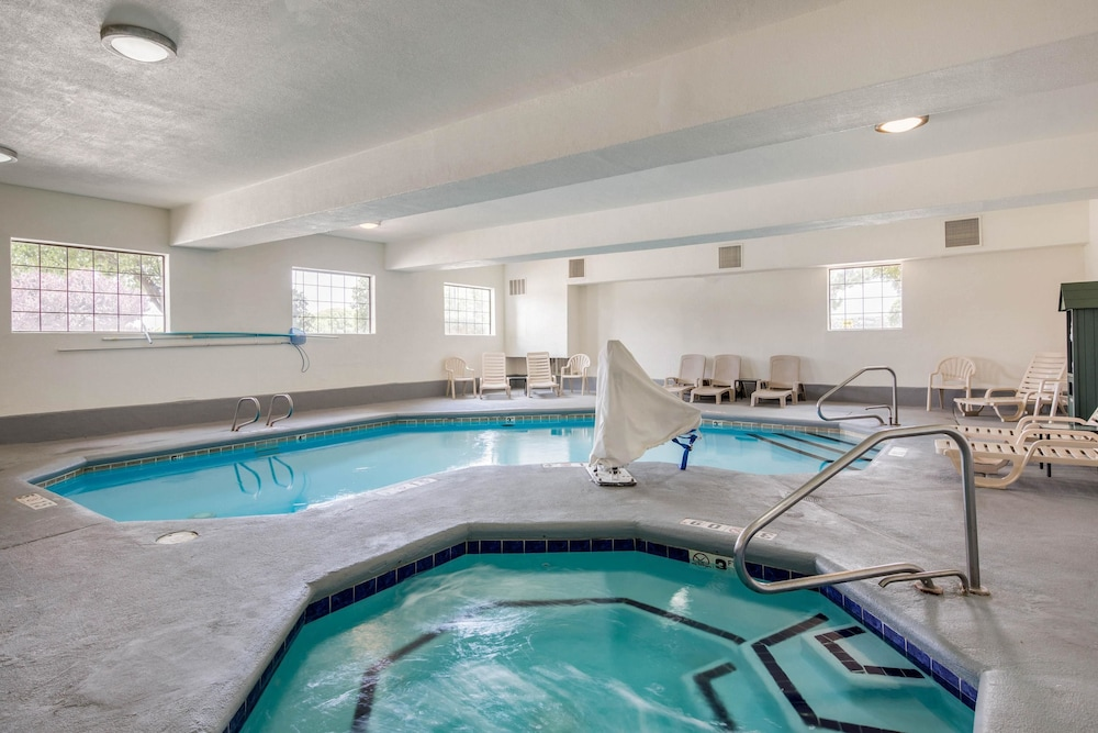 Pool, Quality Inn & Suites Gallup I-40 Exit 20