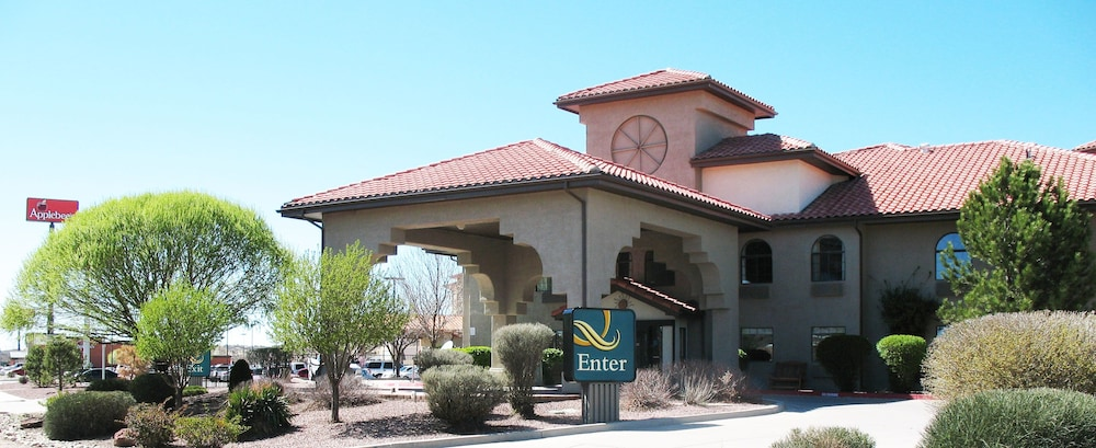 Property Entrance, Quality Inn & Suites Gallup I-40 Exit 20