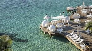 Ubicación a pie de playa, submarinismo, buceo con tubo y esquí acuático
