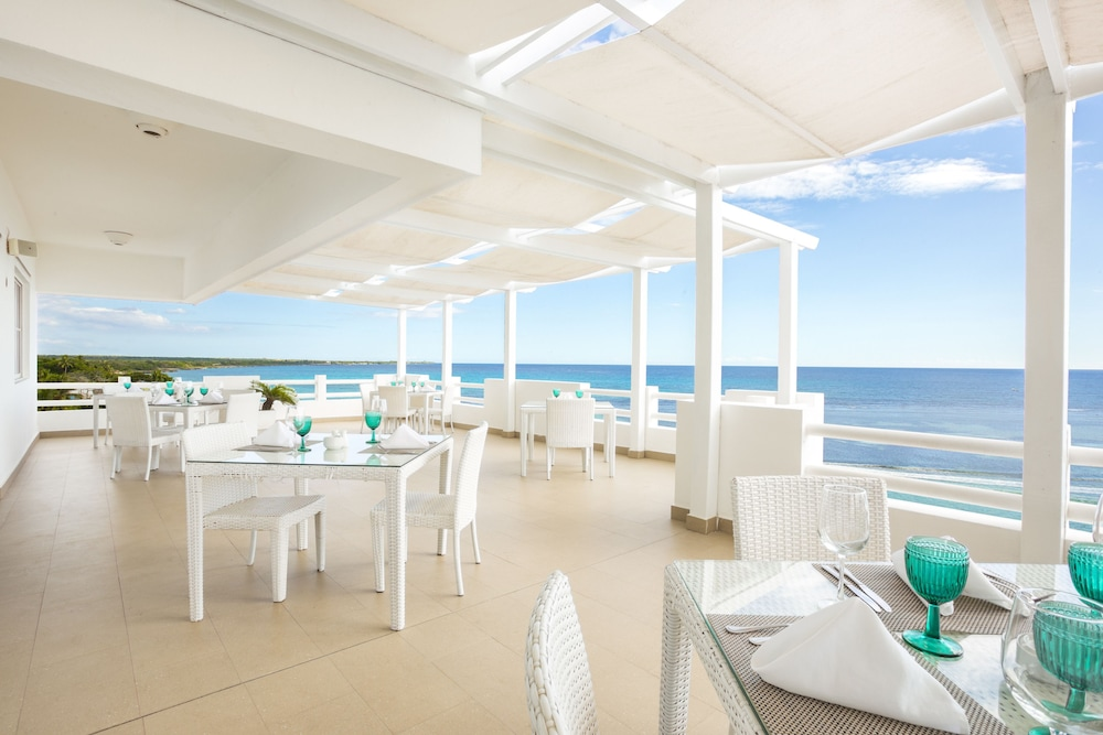 Outdoor Dining, Be Live Experience Hamaca Beach