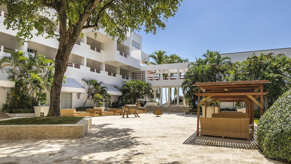 Courtyard, Be Live Experience Hamaca Beach