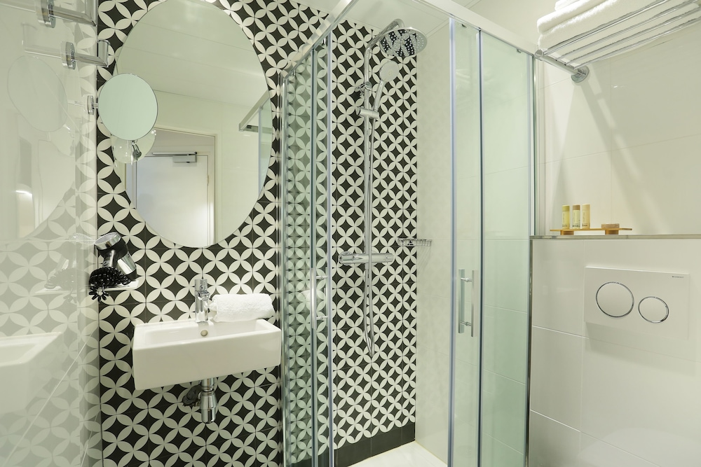 Bathroom, Nouvel Hotel Eiffel