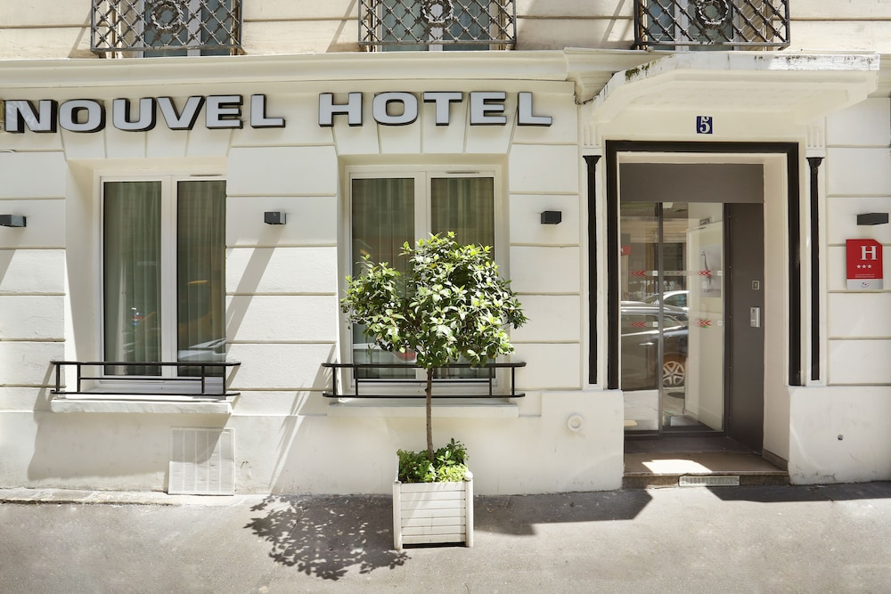 Front of Property, Nouvel Hotel Eiffel