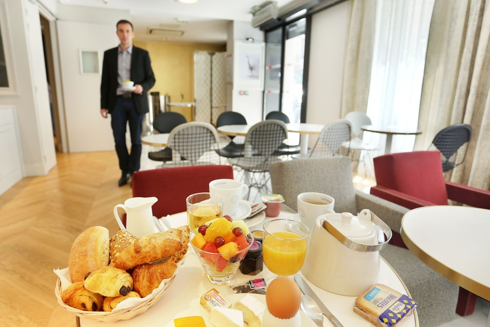 Breakfast buffet, Nouvel Hotel Eiffel
