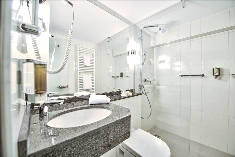 hotel am triller saarbruecken room prices reviews travelocity. Black Bedroom Furniture Sets. Home Design Ideas