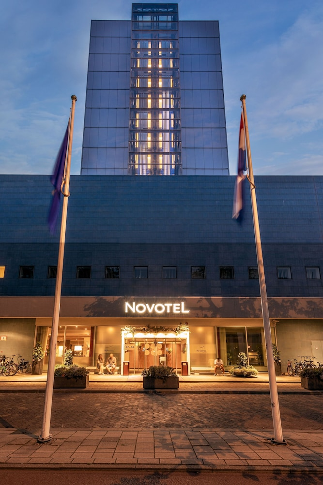 Front of Property - Evening/Night, Novotel Den Haag World Forum