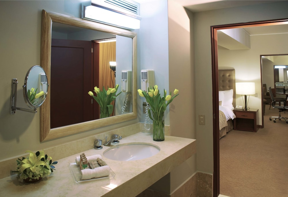 Bathroom, Sol de Oro Hotel & Suites