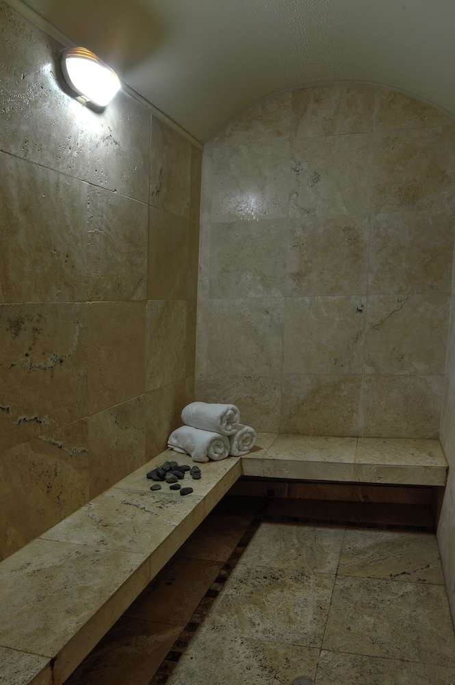 Steam Room, Sol de Oro Hotel & Suites