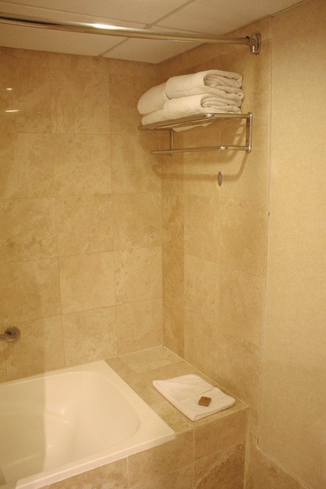 Bathroom Amenities, Sol de Oro Hotel & Suites