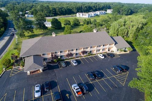Hampton Falls Hotels: Find Deals on Hotels in Hampton Falls | Orbitz