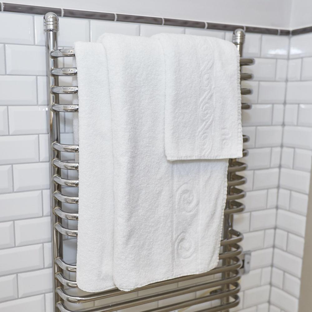 Bathroom Design Leicester Bathroom Fitters Leicester: The Fieldhead Hotel (Markfield)