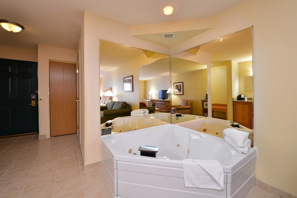 Private Spa Tub, Best Western Plus Spirit Mountain Duluth