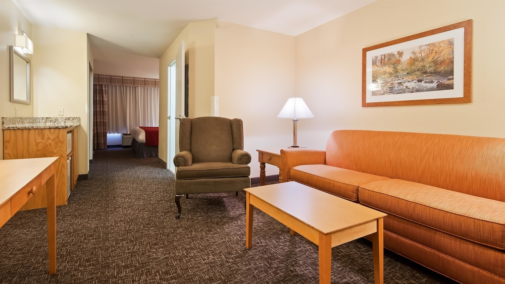 Living Area, Best Western Plus Spirit Mountain Duluth