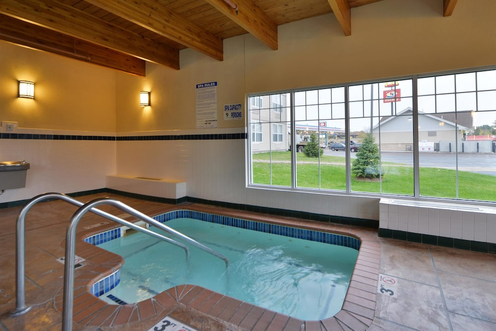 Outdoor Spa Tub, Best Western Plus Spirit Mountain Duluth