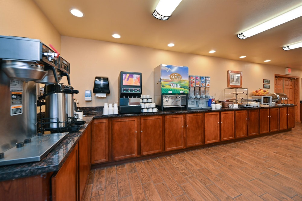 Breakfast Area, Best Western Plus Spirit Mountain Duluth