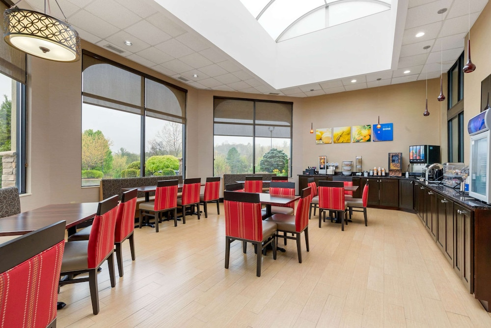Breakfast Area, Comfort Inn North of Asheville