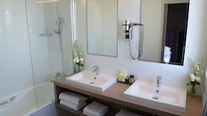 Matelas Select Comfort, minibar, coffres-forts dans les chambres, bureau