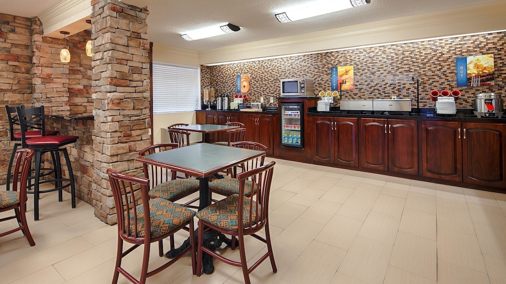 Breakfast Area, Best Western Inn & Suites of Macon
