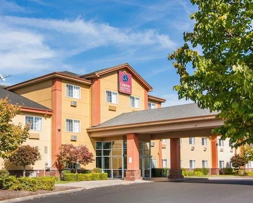 Great Place to stay Comfort Suites Salem near Salem