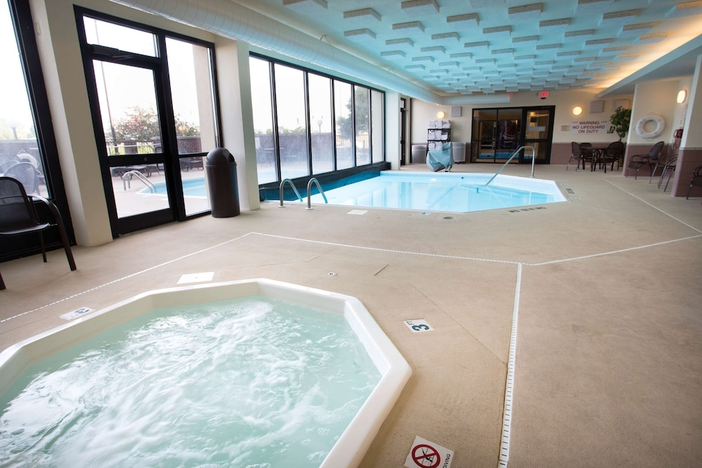 Pool, Drury Inn & Suites Champaign