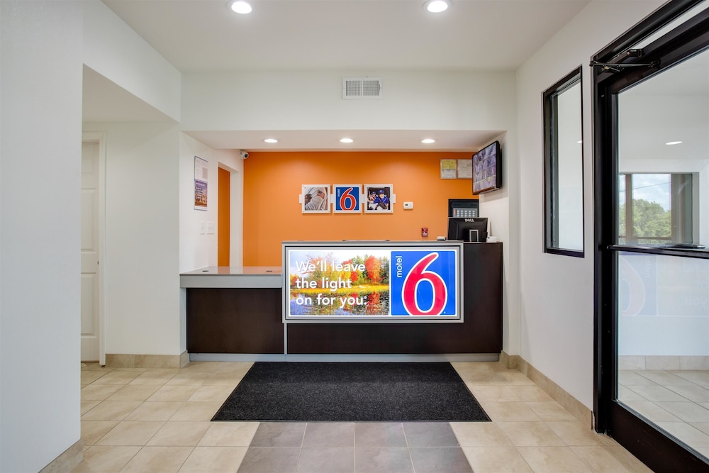 Motel 6 White House Tn 2 0 Out Of 5 Hotel Front Featured Image Lobby