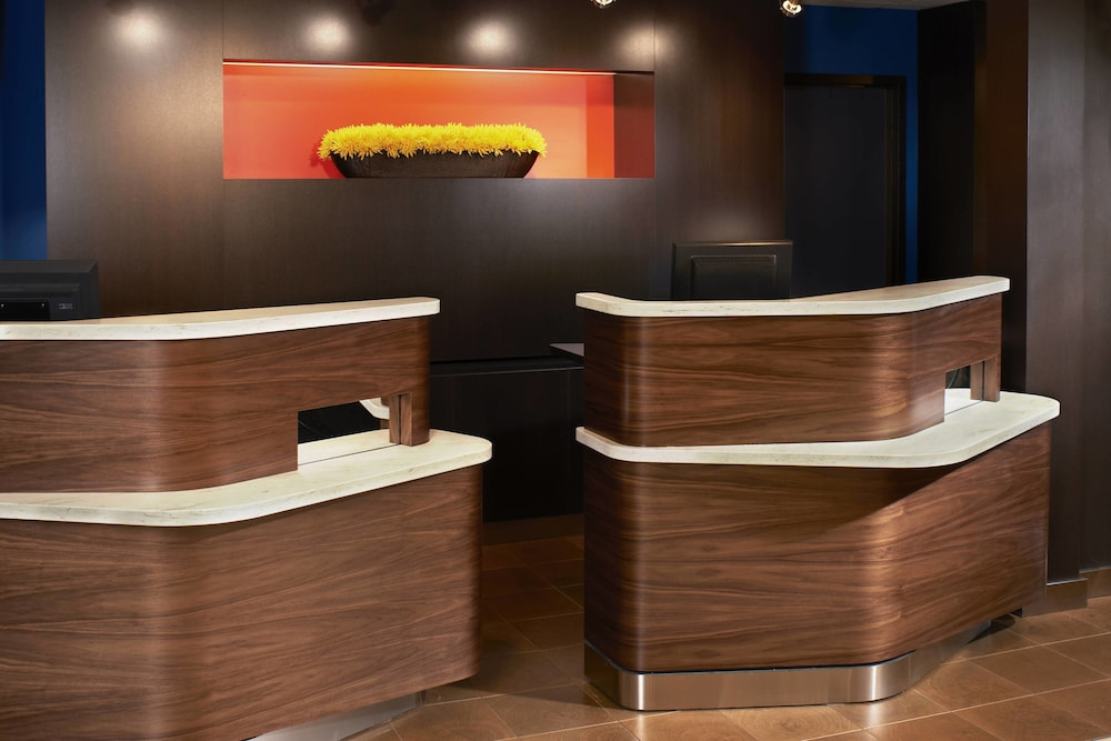 Reception, Courtyard by Marriott Cleveland Airport North