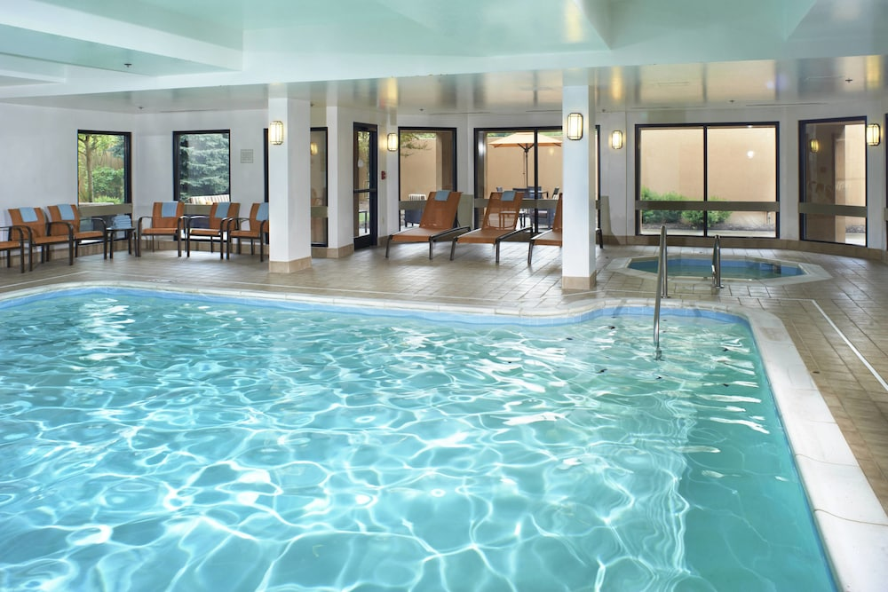 Indoor Pool, Courtyard by Marriott Cleveland Airport North