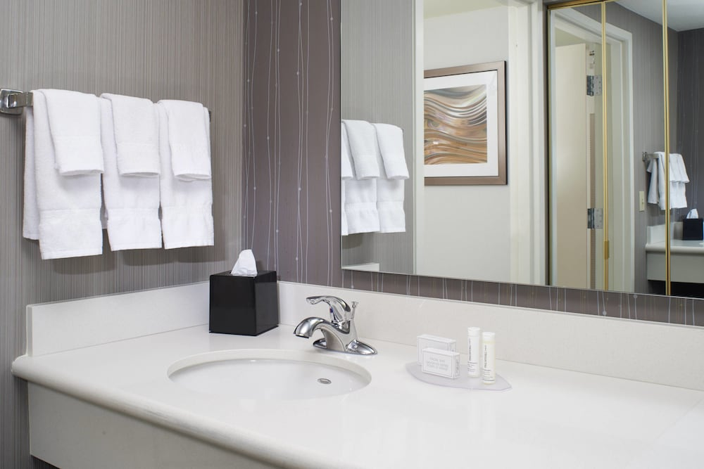 Bathroom, Courtyard by Marriott Cleveland Airport North