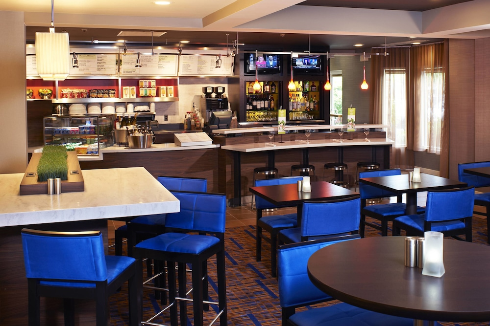 Restaurant, Courtyard by Marriott Cleveland Airport North