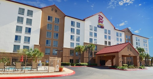 Red Roof Inn PLUS+ San Antonio Downtown - Riverwalk