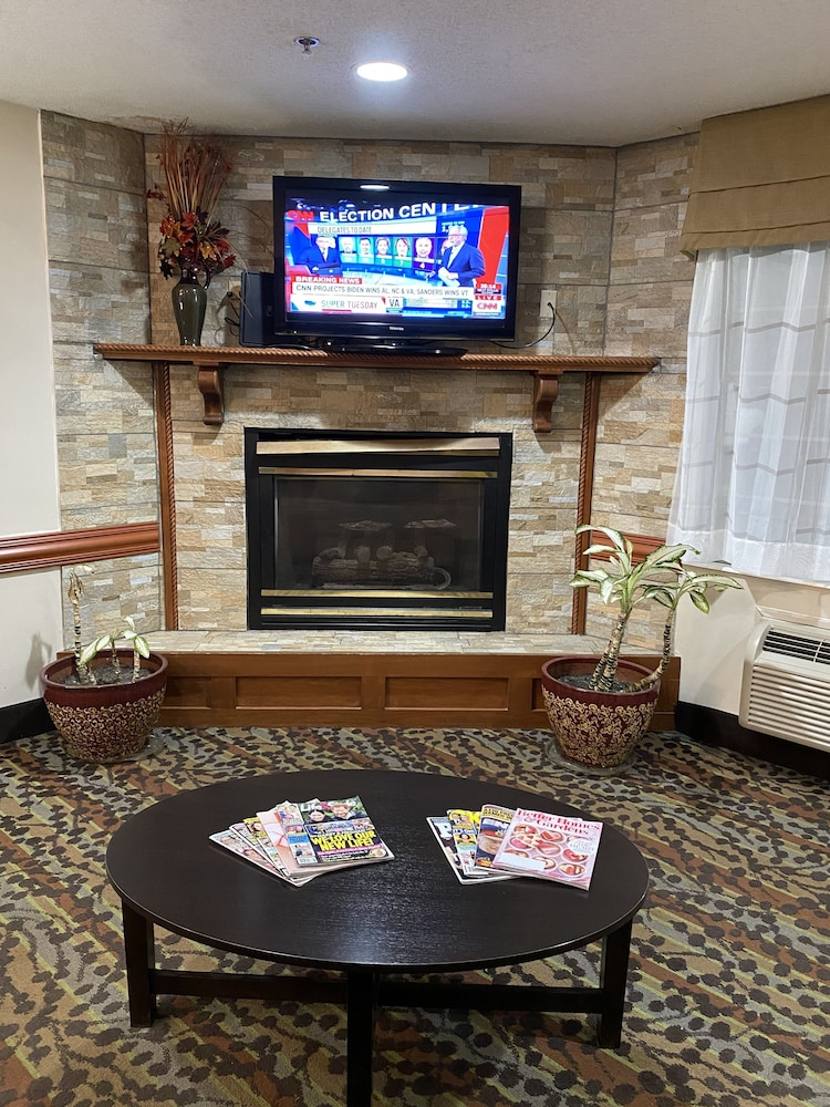 Fireplace, Sleep Inn & Suites - Airport