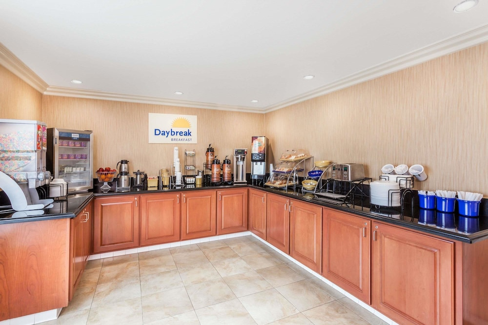 Dining, Days Inn by Wyndham Carlsbad