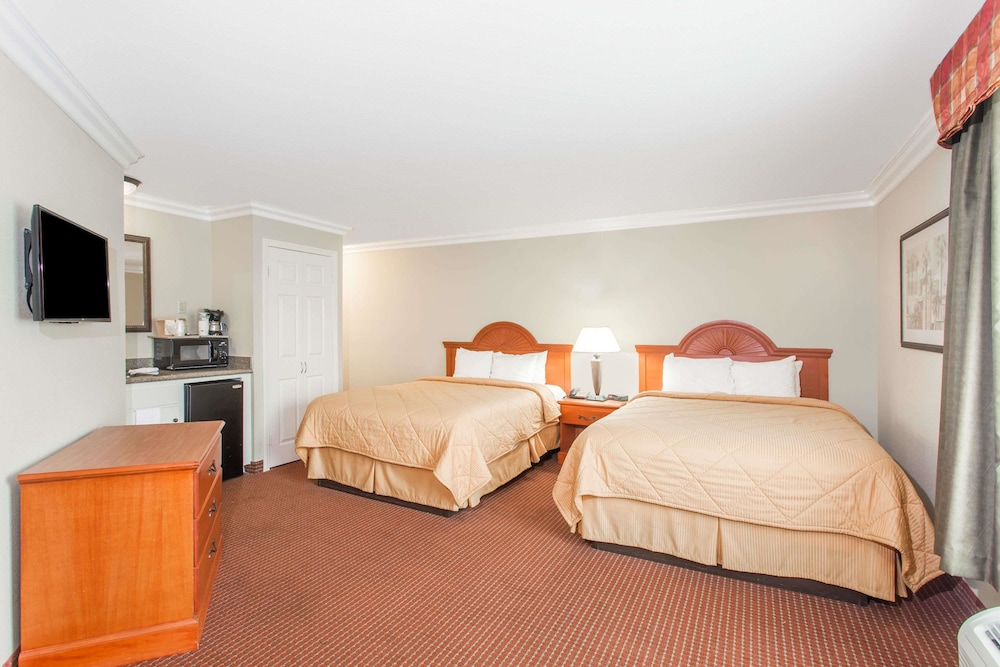 Room, Days Inn by Wyndham Carlsbad