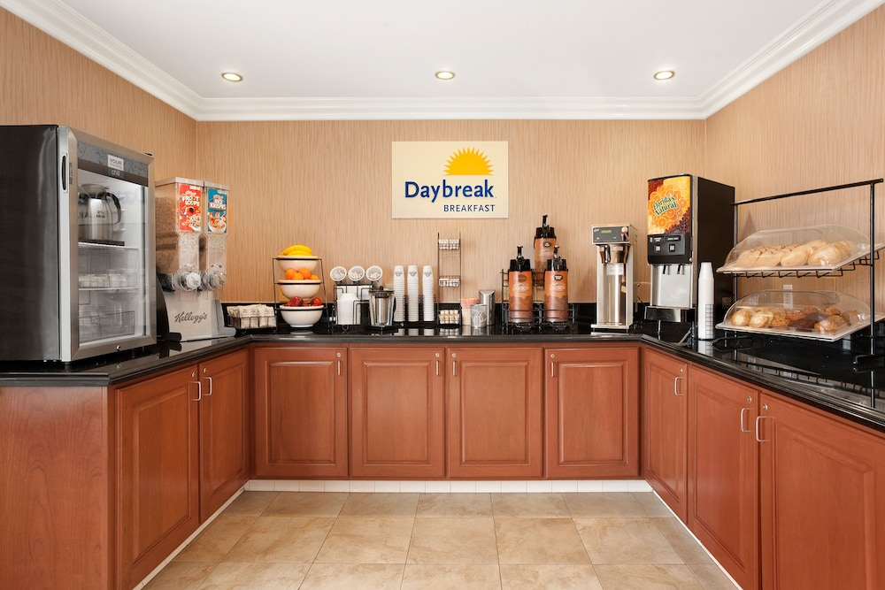 Breakfast Area, Days Inn by Wyndham Carlsbad