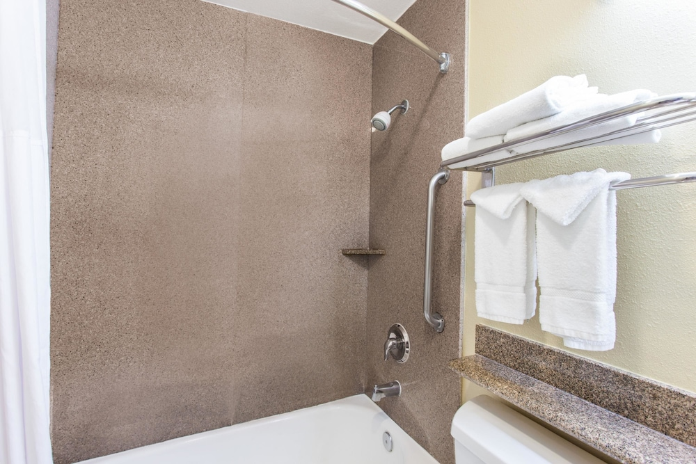 Bathroom, Days Inn by Wyndham Carlsbad