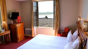 Minibar, escritorio, cortinas opacas y wifi gratis