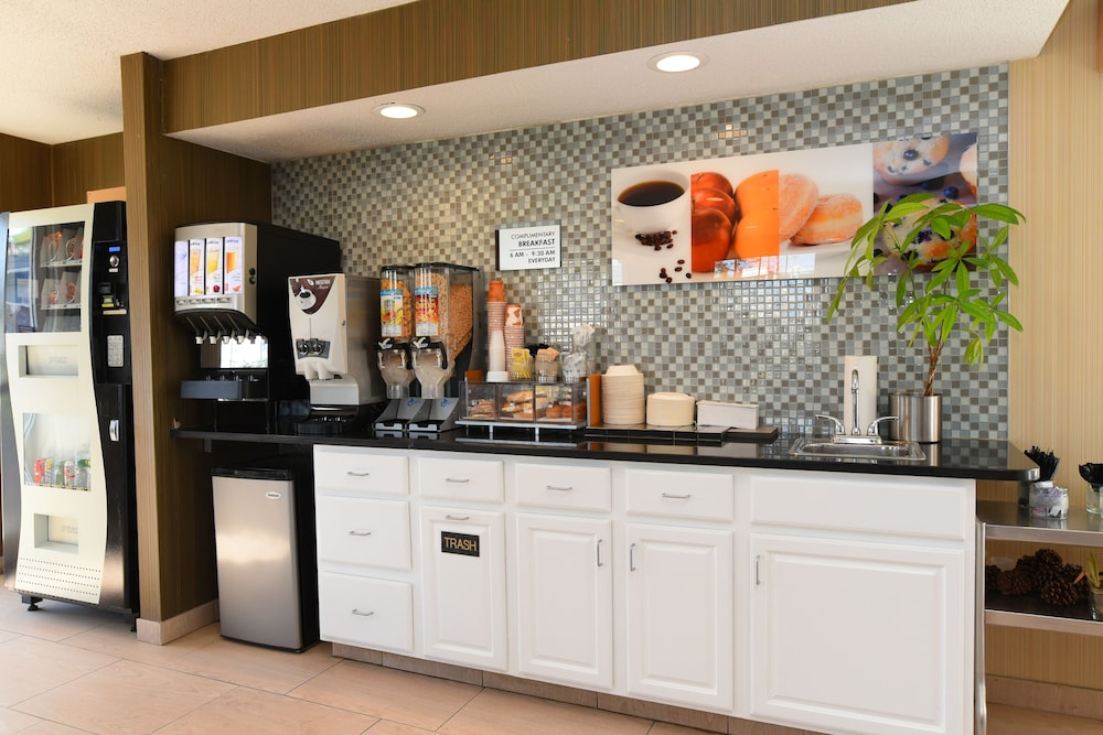 Breakfast Area, Capital Inn & Suites