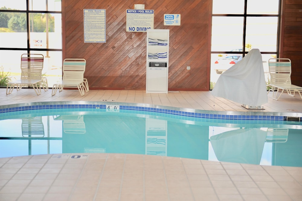 Indoor Pool, Days Inn & Suites by Wyndham Wausau