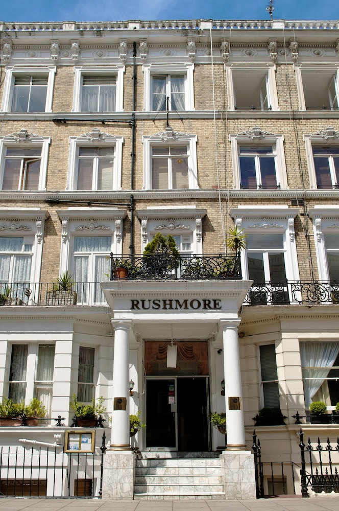 Front of Property, Rushmore Hotel