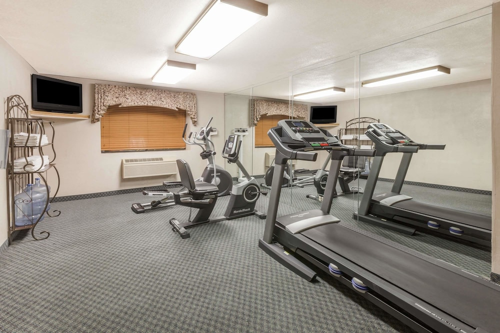 Fitness Facility, Ramada by Wyndham Oklahoma City Airport North