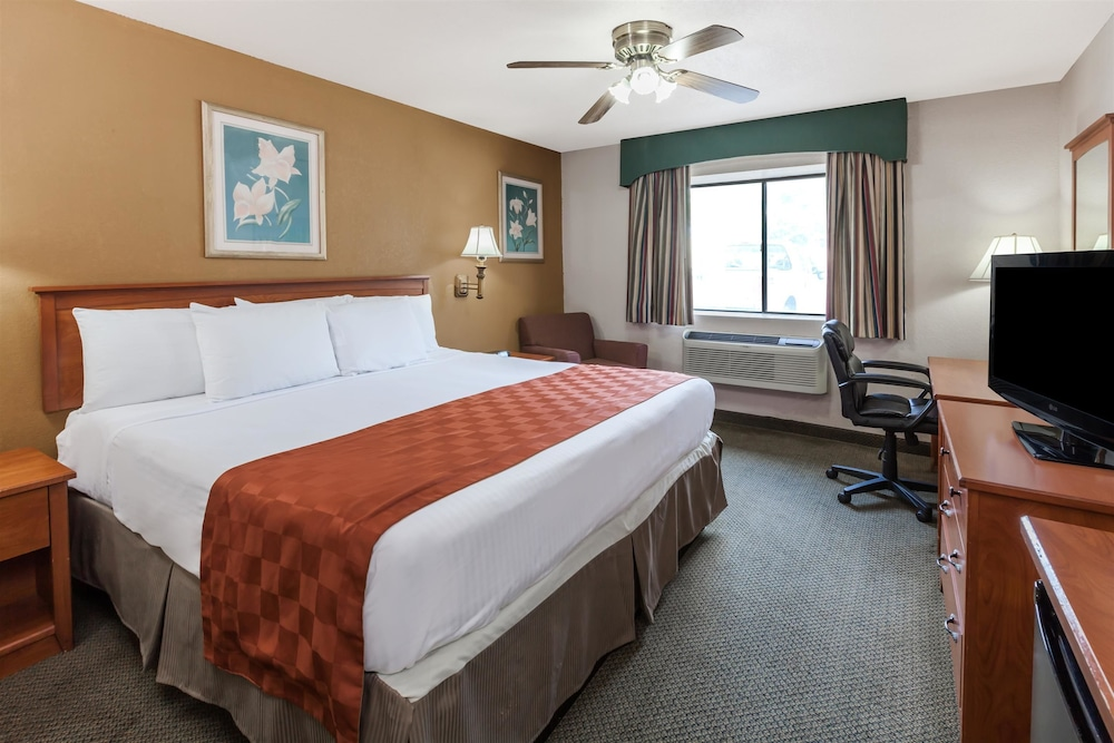 Room, Ramada by Wyndham Oklahoma City Airport North