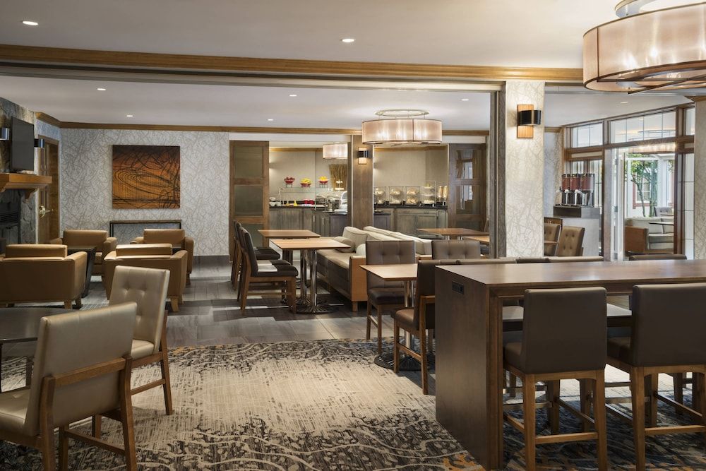 Restaurant, Residence Inn by Marriott Mont Tremblant Manoir Labelle