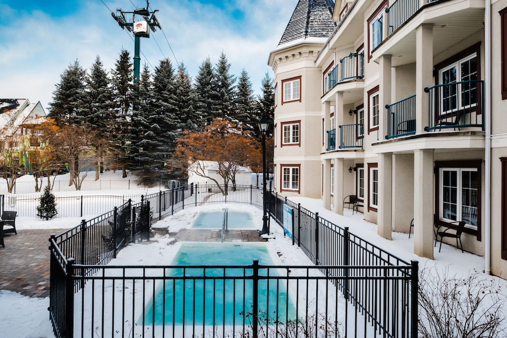 Outdoor Spa Tub, Residence Inn by Marriott Mont Tremblant Manoir Labelle