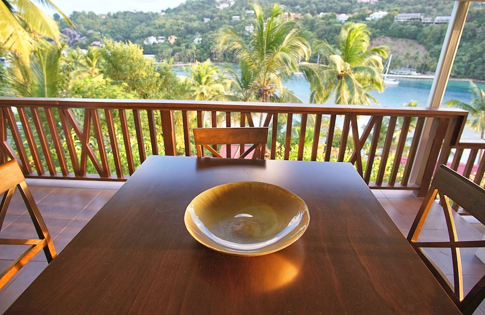 Outdoor Dining, Marigot Beach Club and Dive Resort