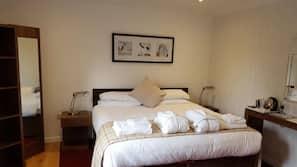 Frette Italian sheets, premium bedding, blackout curtains, free WiFi