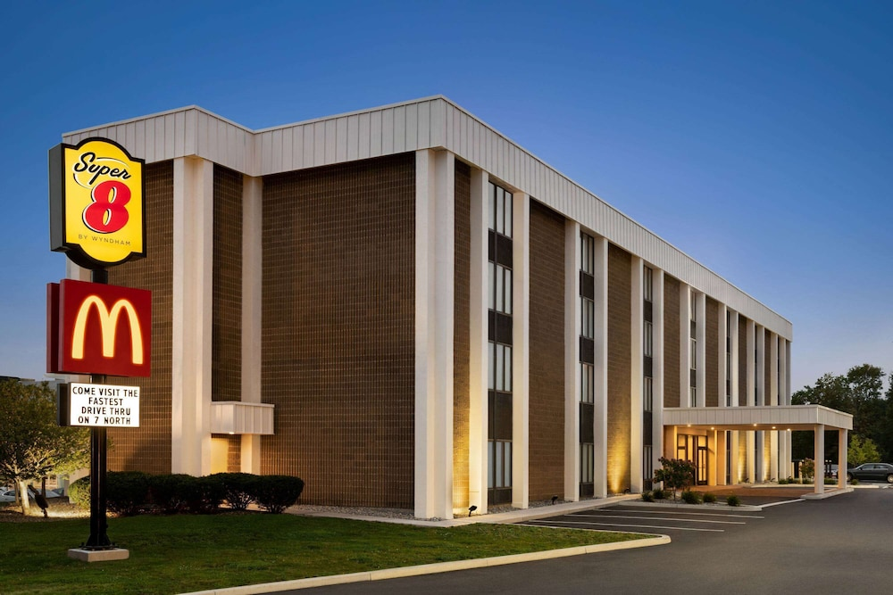 Exterior, Super 8 by Wyndham Liverpool/Syracuse North Airport