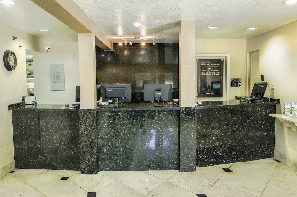 Exterior Featured Image Lobby ...