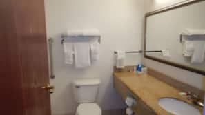 浴缸連淋浴設備、免費浴室用品、提供毛巾