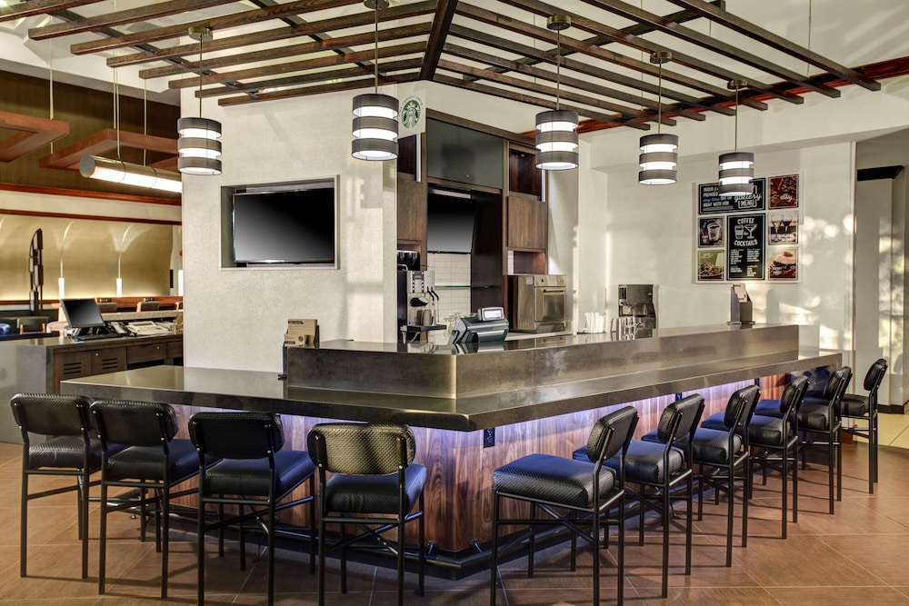 Bar, Hyatt Place Denver Airport